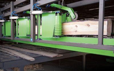 Avtomatski izhodni transporter z ločevanjem desk in odpadkov